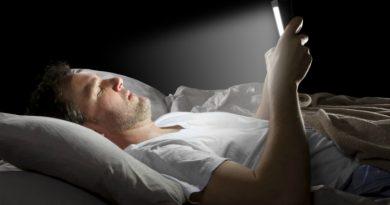 Сон рядом со смартфоном